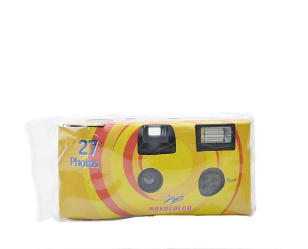 Novocolor Einwegkamera ISO 400 mit 27 Aufnahmen und integriertem Blitzlicht